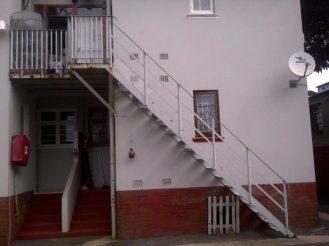 Wooden stair builder