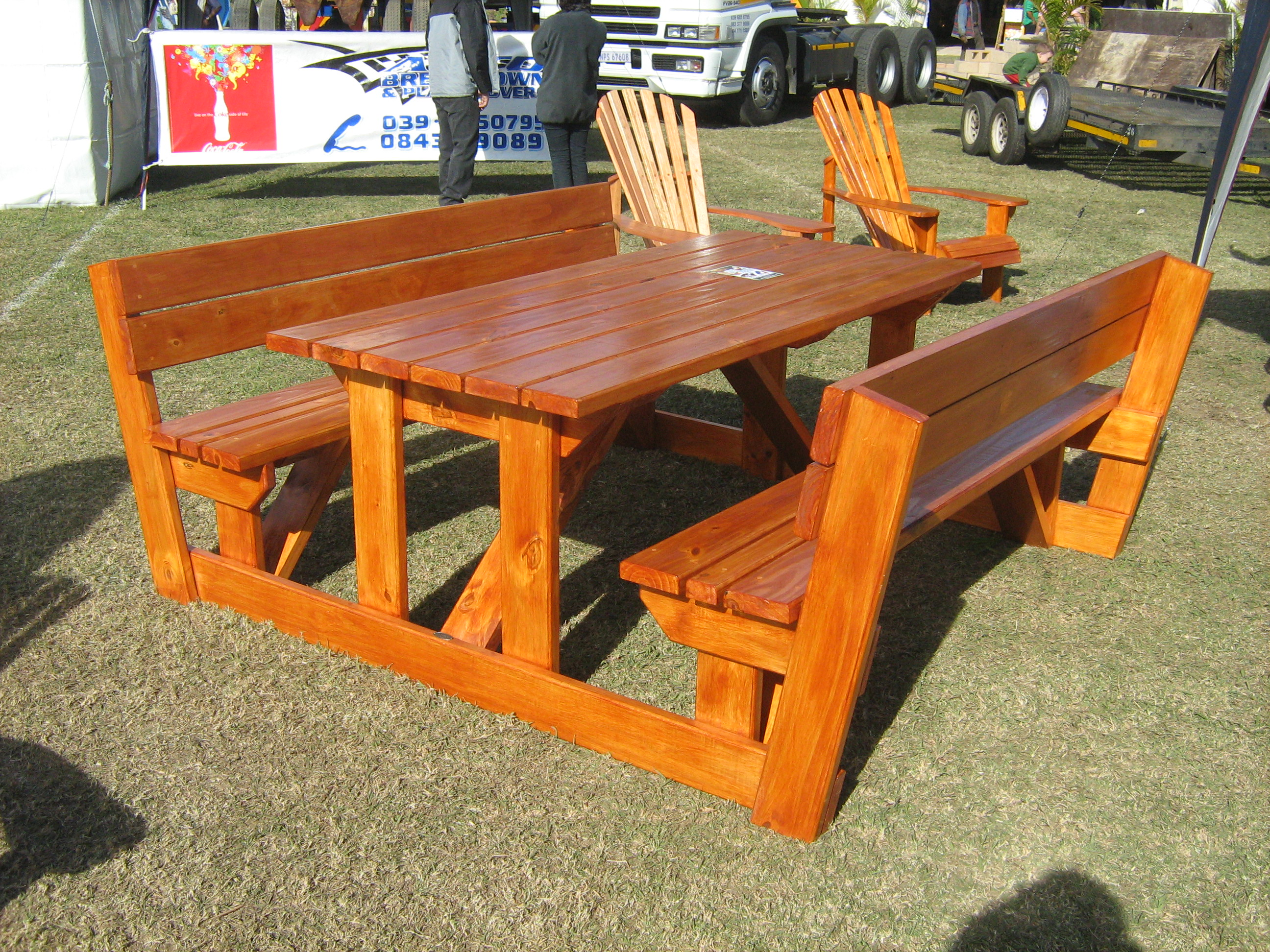 Outdoor garden furniture picnic tables the wood joint for Garden table designs wood